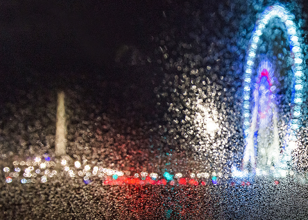 The Concorde Obelisk and the Big Wheel under the rain, in a pointillist version.
